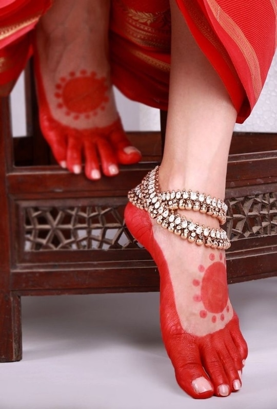 #bridal-photography #alta_love #*** traditional anklet #jhanjharas #beautifulfeet #stepinstyle #bridesdiaries #ethnic jewelry  #anklets