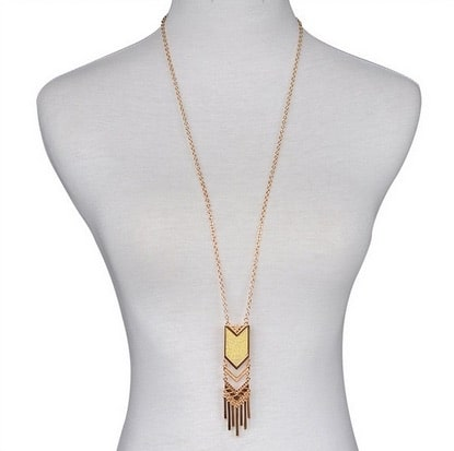 Give your casuals an edgy twist with this modern n stylish long golden tassel neckpiece  #goldenneckpiece#celebrity#bollywood#fashion#style#trendy#photooftheday##roposolove#roposotalks  #jewellery