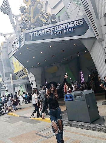 Universal Studios Singapore : : :  #universalstudios #transformers #transformerride #rollercoaster #adventure #adventuretime #vintagecars #vintage #universalstudiossingapore  #vacation #vacationtime #mommyandme #posers #stylish #diva #travelblogger #denim #blackhat #rippedjeans #lotd  #fashiondaily #nehamalik #model #actor #blogger