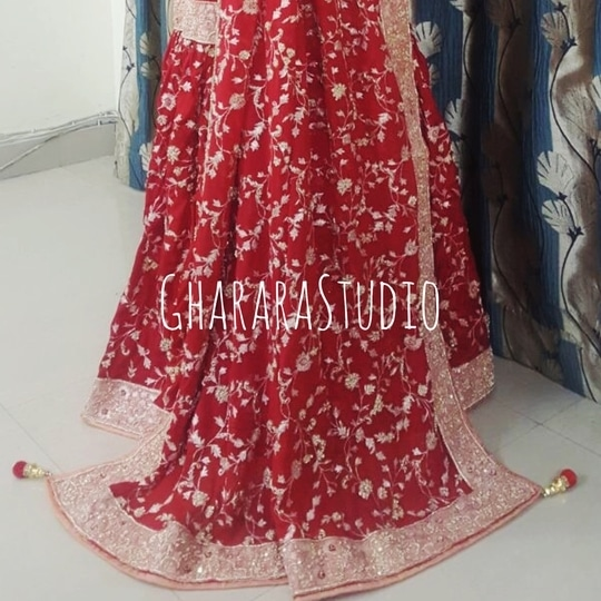 Silk Gharara in Red & Peach colour combination 😍 Get your bridal Gharara designed by Gharara Studio. 💃🏻💃🏻💃🏻   🌈WhatsApp at +919971865919 to order 🌈Deliver complete stitched to your size  🌈Deliver Worldwide   #gharara #ghararastudio #ghararastudiobyshazia #greengharara #silkgharara #redpeachgharara #bridal #wedding #nikah #zari #zardozihandembroiderydetail #embroidery #fashion #instafashion #fashiongram #fashionblogger #fashionblog #fashiondiaries #fashionstyle #fashiongirl #fashionpost #indianfashion #indianwedding #muslimahfashion #buyghararaonline