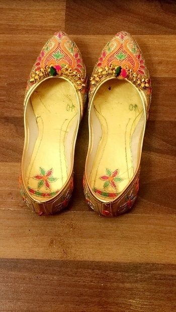 Love for these ❤ #weddingseasononroll#patiala&jutis💋#staystylish