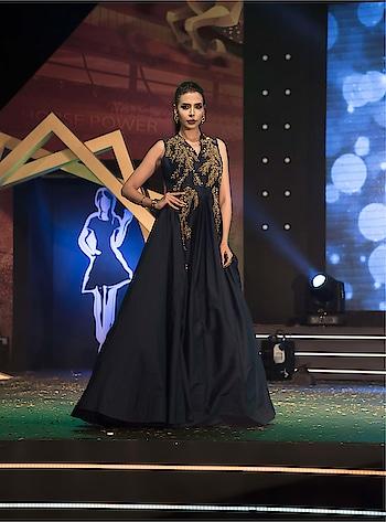 Midnight blue gown .... wanna catch everyone s eyes  ?? Red carpet or a special day ......#redcarpet #bridalgown #midnightblue #blue_black #rampready #avasafaie #reshmariyazgangji #libasreshmariyaz #indianfashion