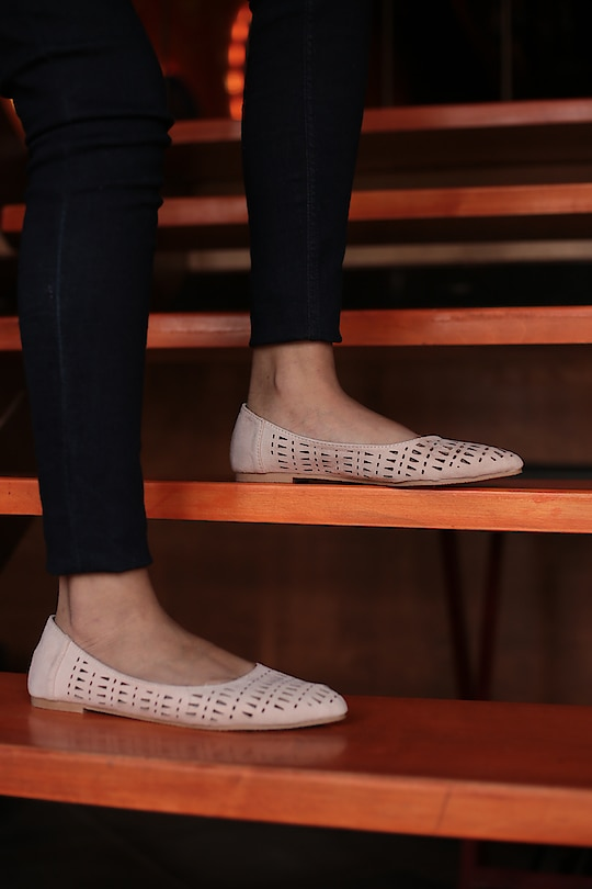 These Feet Cozy cut out ballerinas are a must have this season  . . .  #womenswear #beigeflats #beigeballerinas #beige #dailywear #everydayfashion #fashionforall #globaltrends #designershoes #trending #heelsbranded #brandshop #shoesaddict #dailyfashion #shopforless #shoesforless #specialoffer #sale