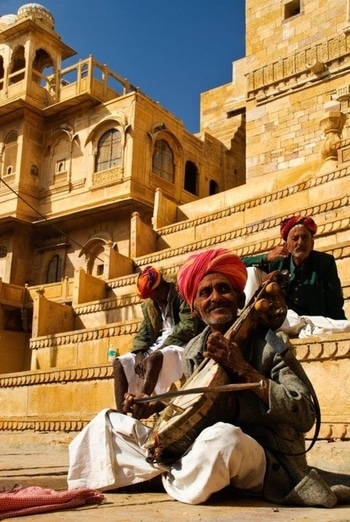 Playing sarangi at #Jaisalmer Fort. PC: elcapitan #music #indian #classical #india #incredibleindia #love #beautiful #wow #amazing #travel #travelbug #wanderlust #see #takemethere #indianmusic