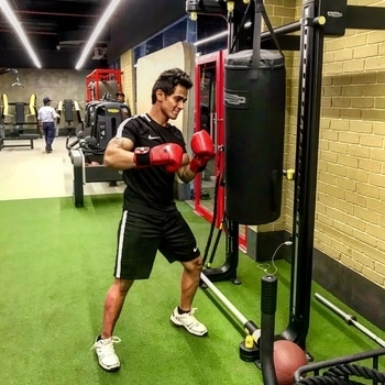 Do not pray for an easy life, pray for the strength to endure a difficult one - Bruce Lee 🥊  #boxing #gloves #punch #punchingbag #hit #hithard #focus #train #training #tough #strength #power #slam #sports #sportswear #nike #shoes #white #fit #fitness #fitnessfirst #palladium #athelete #turf #roposo-style  #action #roposo #mumbai #india #sajansinghrawat