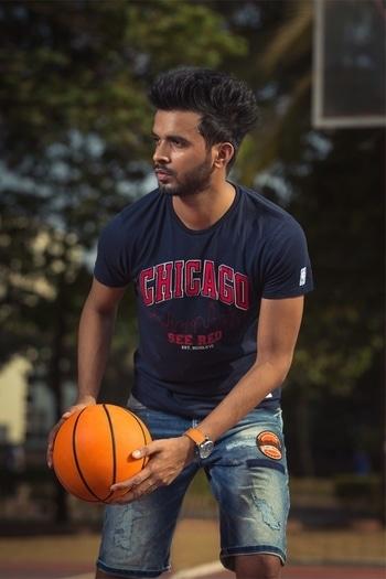 #DareToDunk & Dive into your day with @jackjonesindia X NBA collection. 🤤🏀💯 📸: @aa_photographs . . #jackjonesindia #NBACollection #springsummer #whatiwore #aboutthelook #thefebruaryboy