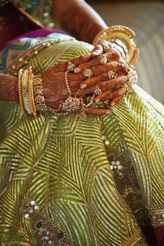 #greengoldenset #jwellsoverme #bridal-photography #gotawork #greenisthenewtrend #brideinspiration  #photography