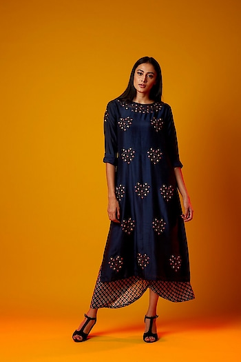 Featuring a navy #blue silk mul #tunic by Shruti Sancheti adorned with intricate motif embroidery: https://www.indiancultr.com/new-arrivals/old-world-charm-by-shruti-sancheti?trk=hmpg-slider #love #beautiful #India #IncredibleIndia #wow #amazing #artisan #instagood #want #neednow #inspiration #Indian #traditional #makeinindia #instalove #instalike #photooftheday #webstagram #follow #repost #shoponline #apparel #new