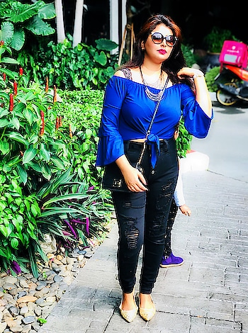 I know I changed......That is the point.......Always groom to be yourself❤️🤷♀️ . . . #theeverygirl #instaoutfit #comfystyle #weekendoutfit #thestreetograph #outfitdiary #streetstyleluxe #streetstyled #ootdblogger #whatamiwearing #realoutfitgram #stylehunter #outfitpic #outfitinspo #mybeautifulmess #pursuewhatislovely #mumbaiblogger #indianfashionblog #indianfashionblogger #indianblogger #fblogger #fashionista #styleblogger #fashionblogger #ootddaily #instadaily #likes #follow4follow