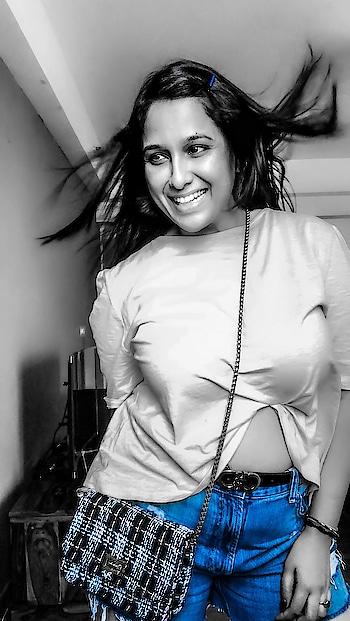 Life is Tough .... ahhh , So Do I 💯🔥❤️🌺 -------------------------------------------#keepsmiling ☺️🌸 #shilpajoshi #shilpajoshiofficial #justme #positivevibes #fashion #fashionnova #styleblogger #style #stylish #denim #nomakeup #shilpajoshistyle #shilpajoshifitnessgoals #shilpajoshisinger #smile #happiness #roposo #roposogirl #soroposo #roposolove #roposome #loveroposo ------------------------------------------- #love #life #quotes #harharmahadevॐ