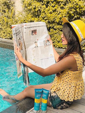 Am i actually reading the newspaper 🗞 or just posing it?😅  What you think 🤔?  . . . . #riyalekhadiya #fashionblogger #fashioninfluencer #lifestyleblogger #personalstyle #travelblogger #fashionista #fashioninspo #picoftheday #fridaychills