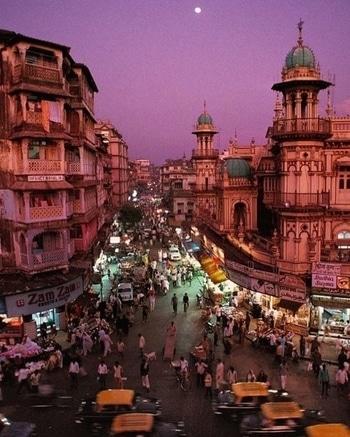 The #Bombay #life. PC: Steve McCurry #love #beautiful #wow #amazing #india #incredibleindia #travel #wanderlust #go #see #travelbug #Mumbai #classic #photooftheday #takemetoindia #gameoftones #photography #inspiration