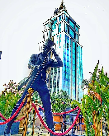 UB City is a luxury business district in Bangalore famous for window shopping for most of us 😉😬  Photography@__the_wanderer_lust__ follow @mycitybengaluru @mystatekarnataka #mycitybengaluru  #travel #travelling #love #wander #world #countries #india #bangalore #bengaluru #sobangalore #things2doinbengaluru #karnataka #travelkarnataka #bangaloreblogger #instagram #insta #travelogram #adventure #life #like #follow #support #instalife #traveller #wanderlust #continents #states #countries