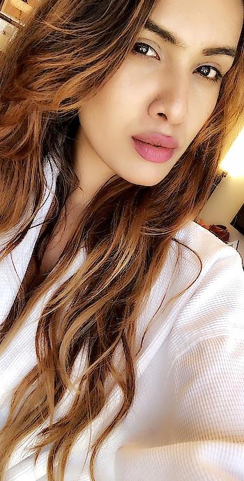 Phenomenal Everyday 💕💕 : #lasvegaswithnehamalik  #usatripwithnehamalik 💕😍 : #lasvegas #lasvegasstrip #vegas #phenomenal #magical #magic #happyday #phenomenalwoman #beautyatitsbest #beautiful #beauty #white #mommyandme #bathrobe #parkmgm #closeup #travelandleisure #luxurytravel #luxuryworldtraveler #travelgoals #nehamalik #model #actor #diva #blogger #instagood #instafollow