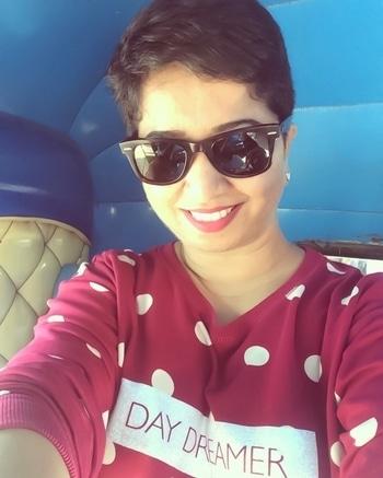 Day dreamer !! #shorthairdontcare #pixielove #nothingbutpixies #pixiecut #shorthair #shorthairstyles #hair #hairstory #haircut #natural-hair #rayban #maccosmeticsindia #daydreamer #rickshawselfie #rickshawride #mumbaifashionblogger #mumbaifashion #mycity #indian #indianfashionblogger #indianbloggercommunity #lookbook #ootd #lotd #wayfarer #cropcut #women-fashion  #hairstyle