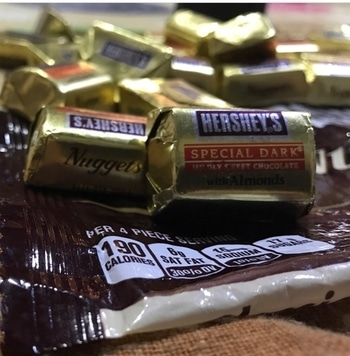 What else you want..😉😋 #die #heart #fan #dark #chocolates #anytime #anywhere #yummyy #well #formoreupdates #staytunedwithme #😉👍❤️