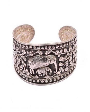 @amethystbyrahulpopli's #elephant #cuff is an off-beat take on #accessories. Available now on indiancultr.com #love #beautiful #India #IncredibleIndia #wow #amazing #artisan #instagood #want #neednow #inspiration #Indian #traditional #makeinindia #instalove #instalike #instadaily #photooftheday #webstagram #follow #repost #shop #online #designer