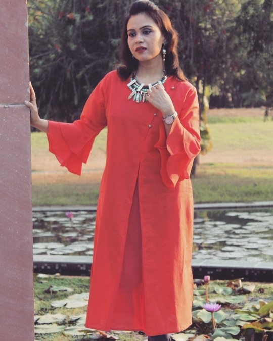 Dress shabbily & they remember the dress, Dress impeccably & they remember the woman 🤩 Outfit @uptownie101 . . . . . . . . #bespokegrub #indianblogger #lucknowblogger #fashionblogger #plixxoblogger #uptownie