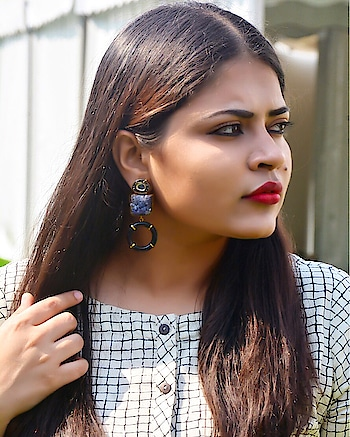 What I wore today at @lakmefashionwk SR18  This checked Dress with waist belt by Bombay Paisley from @westsidestores . . . . 📸 : @himani_soni_  #ootd #LFWSR18 #lfw #krittikasharma #ootdfashion #bombaypaisley #westside #fashionblogger #indianblogger #fashionweekstyle #streetstyle