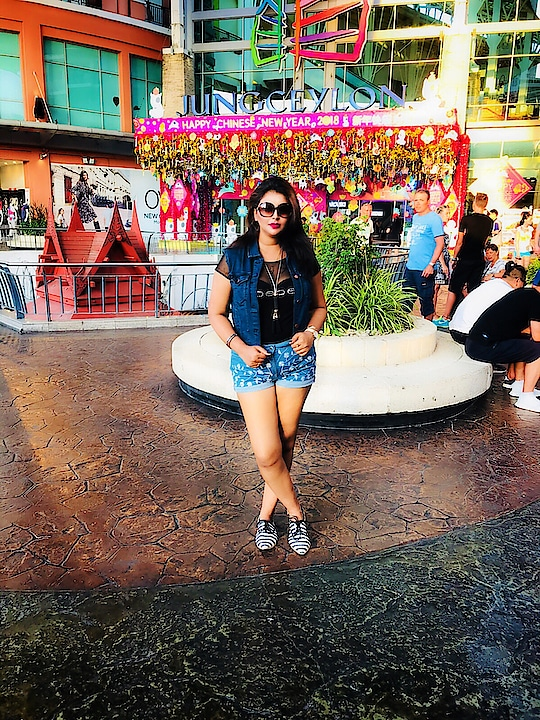 #Travel diaries😃 . . . . . . #travel #instagood #instatravel #love #gratitude #positivevibes #happyplace #famjam #mallentrance #jungceylonmall #phukettraveldiaries #journey #fashionista #personalstyle #styleblogger #style #travelblogger #wiw #outfit #outfitpost #outfitoftheday #instastyle #potraitmode #iphonegraphy #mumbaifashionblogger #fashionblogger #likes #follow4follow #indianfashionblogger