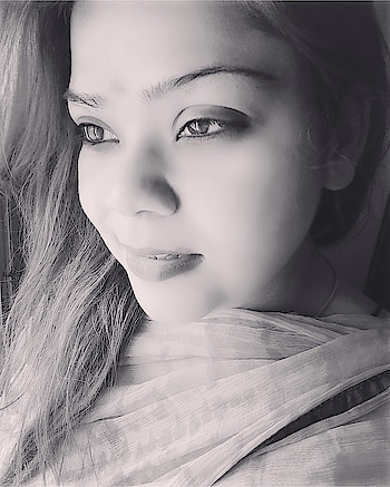 Positivity comes from within.. how? It can be measured by your smile alone 🥰❤️☺️ #instadaily #hercreativepalace #kanikasharma #blogger #hcpkanika #delhi #india #retro #bollywood #style #blackandwhite #clicked #thoughts #bepositive #onlygoodthings #insta #instagram #instapic #instagramers #instaphoto #instalove #instamood