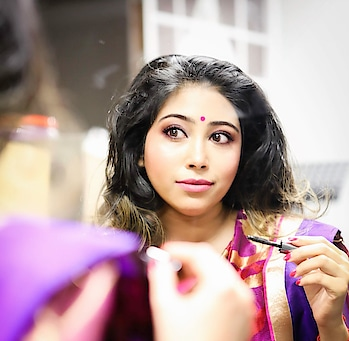 Updated their profile picture #newdp Caught by the camera while getting ready! #highlightingandcontouring #makeup I love such #dewymakeup Thats #natural #beinggujju #gujaratistyle #saree #sareenotsorry #pinkandblue #bindi #showtime #presentator #nzblogger #foodfashionandfunwithsonal #eat #pray #love  #stayclassy #highlightonfleek #highlightergamestrong #desilook #beingindian #beingdesi #ethnicwear #fashionista #fashionblogger #indian #indianlook