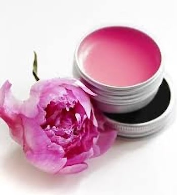 3 Effective Lip Balms at Home: Sharing with you all 3 easiest and effective lip balms which will keep your lips rosy & smooth.  1. Rose Lip balm: Place rose petals in a small heat-proof bowl and keep aside.In another bowl, pour sunflower oil and vitamin E oil and place on a medium flame.Once it starts to boil remove from heat and pretty carefully pour over the rose petals. Stir the mixture and cover with a lid.Allow the rose petals to infuse in the oil for about 2 days.Strain the mixture into a clean makeup jar.Daily massage this rose infused oil on your lips twice or thrice in a day to lighten dark lips fast.  2. Brown Sugar Lip Balm: Dissolve brown sugar in slightly warm almond oil and butter.Transfer the contents to a clean lip balm jar.Daily massage this sweet sugar oil on your lips twice in a day for naturally soft pink lips.  3. Carrot Lip Balm: Heat olive oil and almond oil in a small pan on a low flame.Add the grated carrot to oil.Cover the pan with a lid and let it heat for about 15 minutes on a very low flame.Remove from heat and leave the carrot to infused in the oil for about 1 hour.When the oil is ready, strain it and mix honey.Pour this mixture into a clean lip balm jar.To use, clean your lips with a moist cotton and then take a small amount of the carrot balm and massage on your lips.Leave it overnight to reveal super soft pink lips naturally. #lips #lipbalm #balm #naturalcare #pinklips #tips_beautyou #neharanjan13 #lipcare #lipstick #winter #wintercaretip #skincareroutine #beautyblogger #skincare #ropo-daily #dailytips #ropo-beauty #instablogger