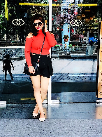 Cold shoulders with some high waisted pants are always one of my holiday favs....and it always comes out to be a grt combo . . . . . . . . #mumbaiblogger #lifeisbeautiful #fashionblogger #mumbaifashionblogger #ootdmagazine #fashioninfluencer #fashioninspiration #instastyle #fashionstyling #collaboration #instamood #mumbaifashion #indianstyle #likesforlikes #follow #indianblogger #instalike #instafashion #instadaily #mumbailifestyleblogger #ootd #picoftheday #indianfashionblogger #bloggerslife #whatiwore #mumbai