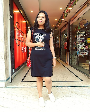 Black is fine for summers if its a Tshirt-dress. Yes, T-shirt dresses are super cool and best when the question of comfort comes. Here I have been seen in a black printed T-shirt dress from www.thestylesyndrome.in . . #fashion #blogger #fashionblogger #roposoblogger #indianblogger #fashiondiaries #bloggerdiaries #roposodiaries #bloggerbabe #bloggerstyle #bloggerlife #roposolove #roposostyle