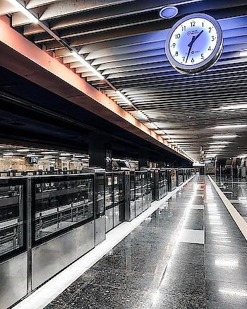 #metrocity #metro #delhigirl #holinextday #pic-click #😂 #noone #metrolife #metrostation