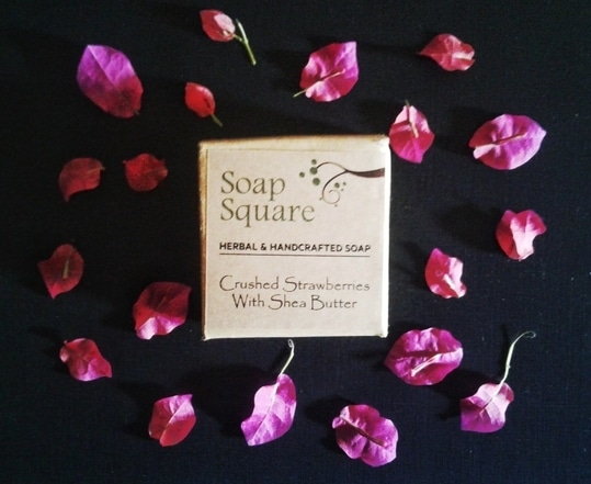 Reviewed Soap Square crushed strawberries with Shea butter handmade soap on my blog ☺    #handmade #soap #handmadesoap #handmadesoapinindia #crueltyfree #parabenfree #herbal #naturalproducts #blogger #bloggergirl #skincare #skincareblogger #roposoblogger #indianblogger #onlineshopping #review #reviewblogger