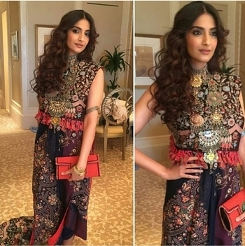 Sonam Kapoor nailing this tribal look at a wedding recently. Wearing this outfit designed by Anamika Khanna, Styled by- Rhea Kapoor, Makeup by-Namrata Soni and Hairstyle by- Hiral