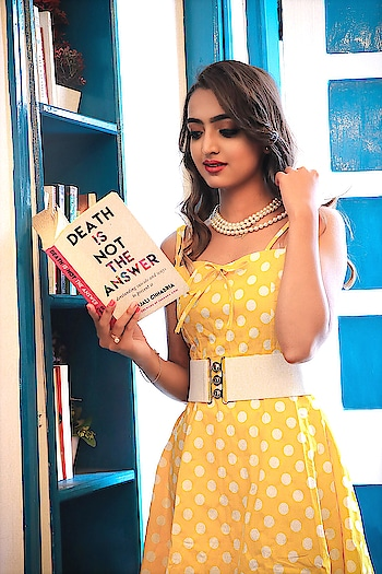 Sometimes it's fun to create 1950's inspired looks🌼Polka dot wears are back with more modernity & retro tone. It is all back in trend like bang! // Got my hands on this outfit from @retrostage_official // . . 📷- @harshofficial21  MUA- @makeupandhairbychitra . . . #fashionblogger #fashioninfluencer #lifestyleblogger #personalstyle #bloggerlife #indianblogger #suratblogger #retrostage #vintagestyle #1950sfashion #polkadots #postoftheday #instamood #instagood #riyalekhadia