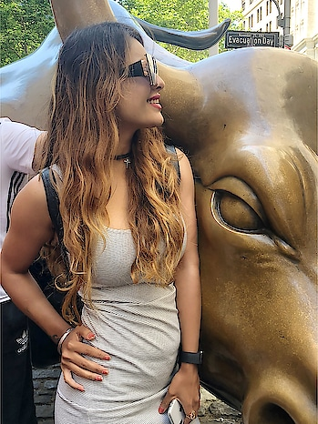 Charging Bull is a bronze sculpture that stands in Bowling Green in the Financial District in Manhattan, New York City 😍🇺🇸 : #newyorkwithnehamalik  #usatripwithnehamalik 🇺🇸🇺🇸 : #newyork #chargingbull #nyc #usatrip #newyorklife #citytour #newyorkcity #newyorkgram #ny #manhattan #financialdistrict #happyday #happyfriday #vibes #weekendvibes #weekendtime #travelblogger #travelandleisure #nehamalik #model #actor #diva #blogger