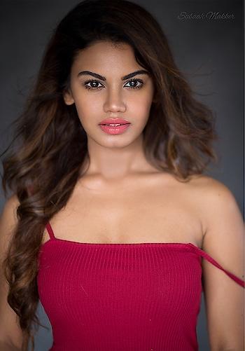 In_the_frame- @aradhana.nayar 💕 Hair & Makeup: @makeupbyjanak💄 @kaushik9690💇🏻♀️ Photography: @sabaahmakker 📸 #beautyshoot #beautyface #vouge #beautyphotography #beauty #bronze #bodymakeup #glow #oil #tan #love #makeupbyme #makeupartist #naturallook #naturalbeauty #naturalmakeup #followforfollow #beauty #beautycenter #retoucher #hudabeauty #armanibeauty #thebalmcosmetics #maccosmetics #anastasiabeverlyhills #portrait #portraitphotography