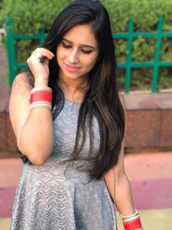 Be confident ..!! #fbloggler #delhibloggergirl #bloggerdiaries #greylove #shortdress