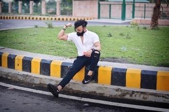 Je tu sikh gyi mere bina  rehna.. Sanu vi teri lod nahi 🔥💯 #transforming #sunday #vibes #aboveyourlevel #befikre #slayer #fitness #vamp #zyzz #glamour #mirin #posing #menstyle #menshair #ghaint #fashionblogger #lifestyleblogger #sexybeast #mahakal #indian #lucknow #gomtinagar #kbye #oldsport #streetstyle