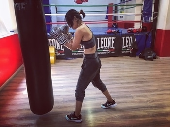 When life gets tough put on your boxing gloves🥊 #newaddiction #boxing #newgloves #leone #milano #prifreebee  #sportswear