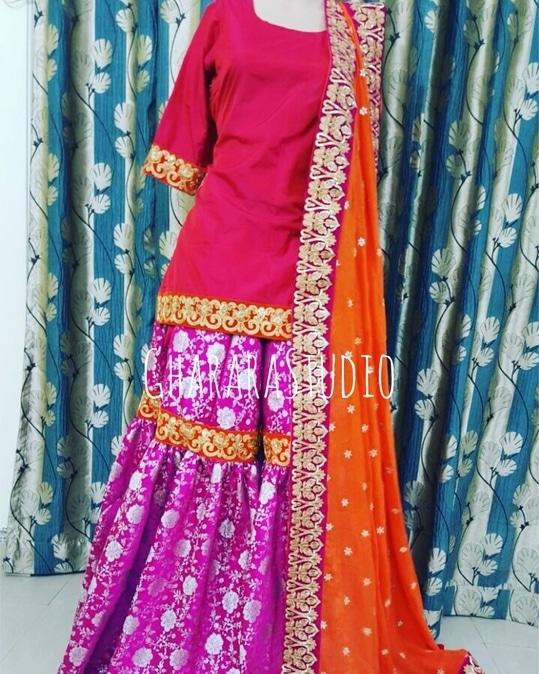 Pink Kamkhwab Gharara with Red Kurti and orange dupatta.  Beautiful girly Gharara.  👉WhatsApp at +919971865919 to place order. 👉Deliver worldwide   #Gharara #ghararastudio #ghararastudiobyshazia #ghararadesign #ghararah #ghararafashion #ghararalove #ghararadesign #bridal #bride #wedding #weddingdress #weddings #nikah #fashion #fashionblogger #fashionstylist #fashiongram #fashionblog #blog #indianfashionblogger #indianfashion #indianstylist #indiandress #indiantradition #instafashion #buyghararaonline
