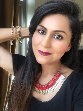 Starting the day with a makeup selfie! Primer: @gosharabia primer plus + Foundation: @gosharabia foundation plus 008 and essence log wear beige Blush: @gosharabia strobe and glow kit 002 blush Contour : @gosharabia strobe kit Highlighter: @gosharabia lumidrops beige Eyebrows: @gosharabia brow gel Eye liner: @gosharabia 24 hr liner Mascara: @gosharabia my favorite mascara Lipstick: @gosharabia matte crayon (red) 005 mixed with @thebalm meet Matt Hughes Dedicated.  Why so many @gosharabia products?  Simple: I have a combination to oily skin prone to ill effects of dust, air conditioning, and weather. With harsh makeup, my skin tends to get break outs, gets dehydrated and feels flaky and dry.  I have realized that @gosharabia makeup tends to keep my skin hydrated, is not very harsh on my sensitive skin and doesn't dry up or dehydrate the skin. It also does not feel harsh on my usual monthly bouts of acne. My fav product: their matte lipsticks, which are matte to look at, but are super creamy within and your lips feel super moist and hydrated.  The makeup is affordable , paraben free and contains mostly natural ingredients, which means it's neither heavy on your skin, nor on your pocket! Do checkout their new products (mentioned above) : the strobe and glow kit, lumi drops, 24 hour liner and my favorite mascara. . . #fashionbloggers #blogged #blog #bloggersofinstagram  #pretty #girly #girls #gosharabia #valuemakeup #drugstoremakeup #makeuptips  #stylist #stylingtips #styletips #paravenfreemakeup #stylingtips