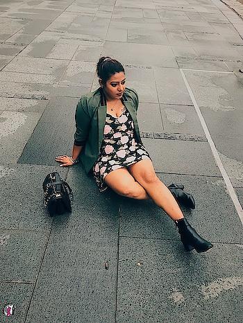 Travel in style 💅🏼👢👛✈️ Singapore look book . Dress - @koovs_india  Blazer - @splashindia  Boots - @hm  Handbag - @chanelofficial . . Follow @tlcf_nicole for more of travel lookbook @tlcf_nicole  @tlcf_nicole . . . #delhibloggergirl #lookbook #fashionblogger #fashiongram #fashionista #fashionandstyle #styleblogger #style #tlcfnicole  #delhiblogger #like4like #likeforlike #traveler #instablogger #instastyle #instaclick  #possing #ootd #whattowear #ootdshare #singapore #travelblogger #picoftheday #singaporediaries #femaletravelbloggers