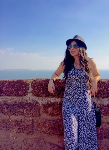 #goa #jumpsuit #printedjumpsuit #raybans #aviators #sunglasses #hat #fedora #blackfedora #curls #longcurls #minimalisticjwellery #jwelles #jwellery #fortaguada #lighthouse #dilchahtahai #love #fun #travel#traveldiaries #photodaily #daily #dailyfeature #dailyfashion #dayfashion #travelwear #travelfashion #travelcomfort #travelling #goa #bardez #hair #curls #longcurls #beachview #whataview