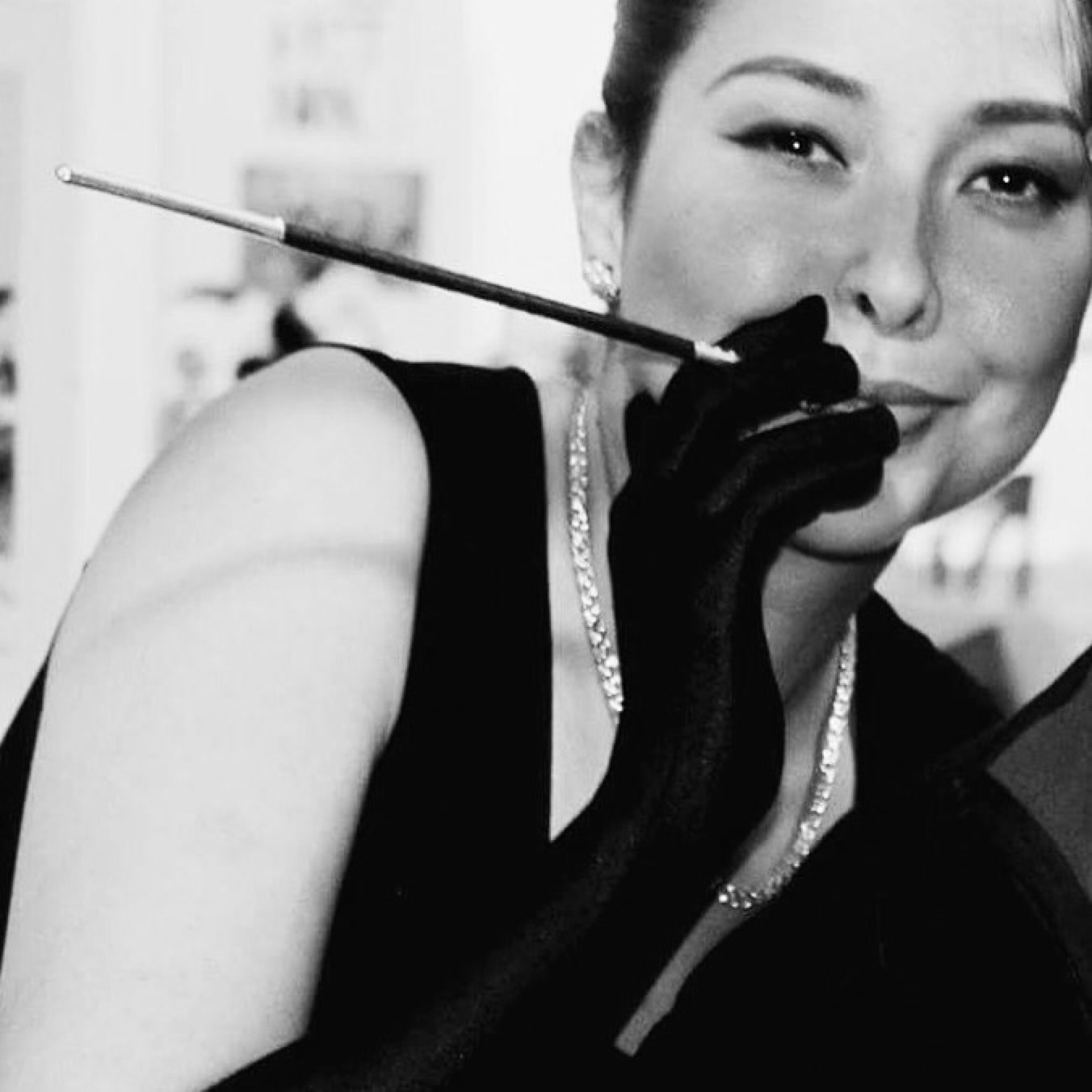 Dressing up as my favourite icon. #audreyhepburn #breakfastattiffanys #makeuptransformation #makeupartist #makeupbynikkineeladri #black-and-white #classic #movies #soroposo ##roposo