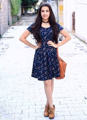 I am a cancerian and following my zodiac traits I have a chic cancer style. I love dressing up and have a free spirited fashion style. #mystylemantra @roposotalks #assignment2