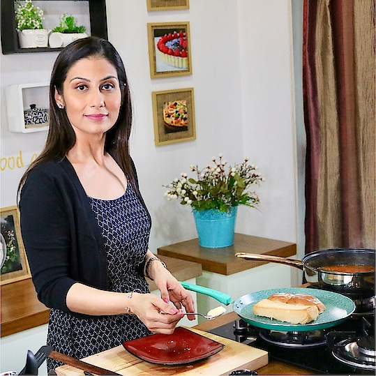 If Bhaji is as light as I have made here, then a little butter  on the Pav is forgiven. Mmmmm Enjoy !!!💋💋💋 Love M. #ChefMeghna #PavBhaji #StreetFood #Recipe #Video #ThursdayThoughts #hungrytv #Butter #Foodies #Food 