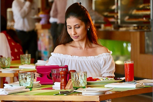 """Sunday may be a break for most, but for women of the house...Not Really ! We too like our """"Me Time"""" ! Coming soon #ParAnokhiHoon - a film on #WomenEquality by @dirAdnanali .Teaser out. Shot beautifully by #ParvDandona at #thewestinmumbai  💋 #ChefMeghna """