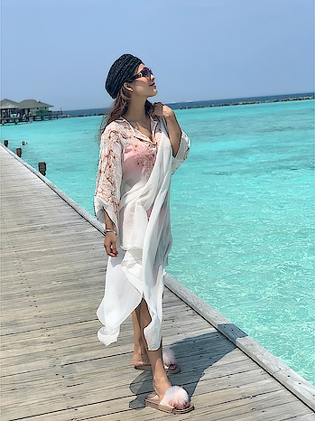 Breathe It All in ,  Love it all Out♥️ : Beach kaftan by @rsbyrippiisethi 🎀🎀 : #maldives #maldivesislands #beach #beachday #sunnyday #sunshinegirl #sunshine #beauty #seaside #love #island #islandlife #beachwaves #beachwear #beachkaftan #kaftan #kaftandress #kaftanstyle #beachgirll #beautifuldestinations #travelblogger #nehamalik #model #actor #diva #blogger #instagood #instafollow