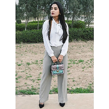 #roposofashionblogger  #roposlove  #roposoblogger #smokedupeyesbyaastha #fashion #ropo-style  #styleblogger #blogger #bloggerlife #bloggerdiaries #woman-fashion #fashionista #fashionables #be-fashionable #styleinspiration #styling #winterfashion #officewear #formals #chic #classic #vintage  #heels