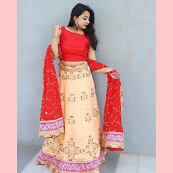 Royalty & elegance defind her personality & her lehenga added an edge to it ! Tag a bride who would take over this look !  Logon to www.rentanattire.com  #lehenga #lehengacholi #lehengawedding #weddinglehenga #lehengalove #lehengablouse #bridalstyle #bridalportraits #designerlehengas #peachlehenga #preachdress #bridetobe2019 #bridesquad #twirlinglehenga #rentanattire #designerwearonrent #rentals #renting #celebstyle #celebritylehengas #preetyinpeach #reddupatta #pinkborder #pink #prewedding #bridesmaids #bridesmaidsdresses #girlsquad