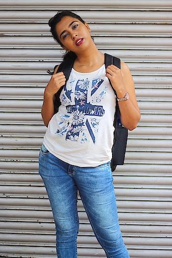 It's for people, like me, the world is still a good place to live🙊💁🏻💃🏻 #throwbackthursday #thursday #likeforlikes #casualstyle #instablogger #soroposo #sayantiguha #instagood #picoftheday #kolkatablogger #fashionblogger #bengaligirl #bhawanipore #streetsofkolkata #streetstyle #streetphotography